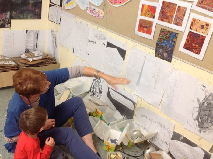 artist and children collaboration at Rainbow Valley Learning Centre